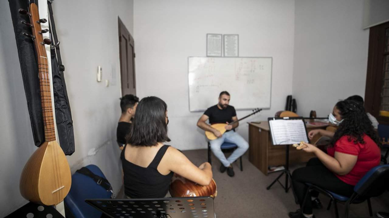 Mersin Büyükşehir konservatuarı yaz kurslarına başladı