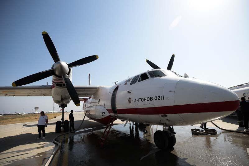Yabancı yangın söndürme uçağı pilotlarının zorlu mesaisi kamerada - Resim: 3