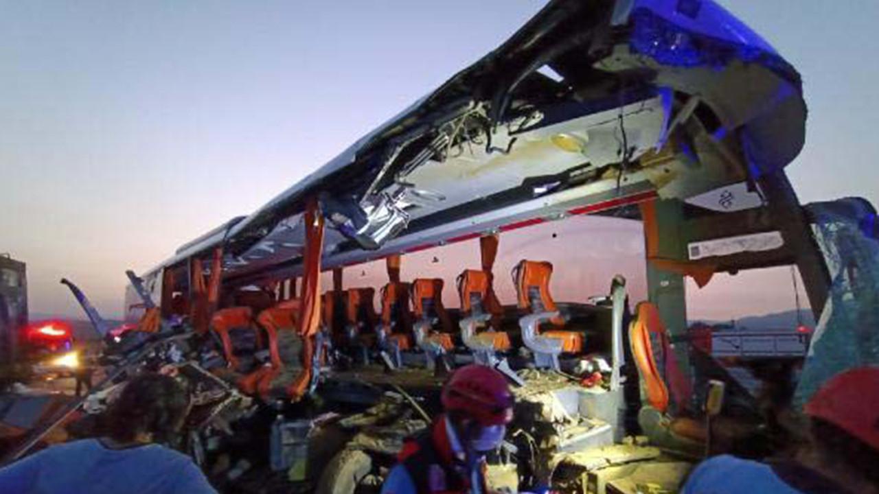 Manisa'da katliam gibi kaza: 6 ölü, 42 yaralı
