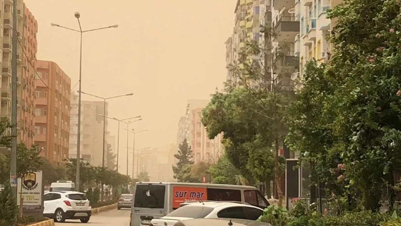 Mardin'de toz fırtınası çıktı