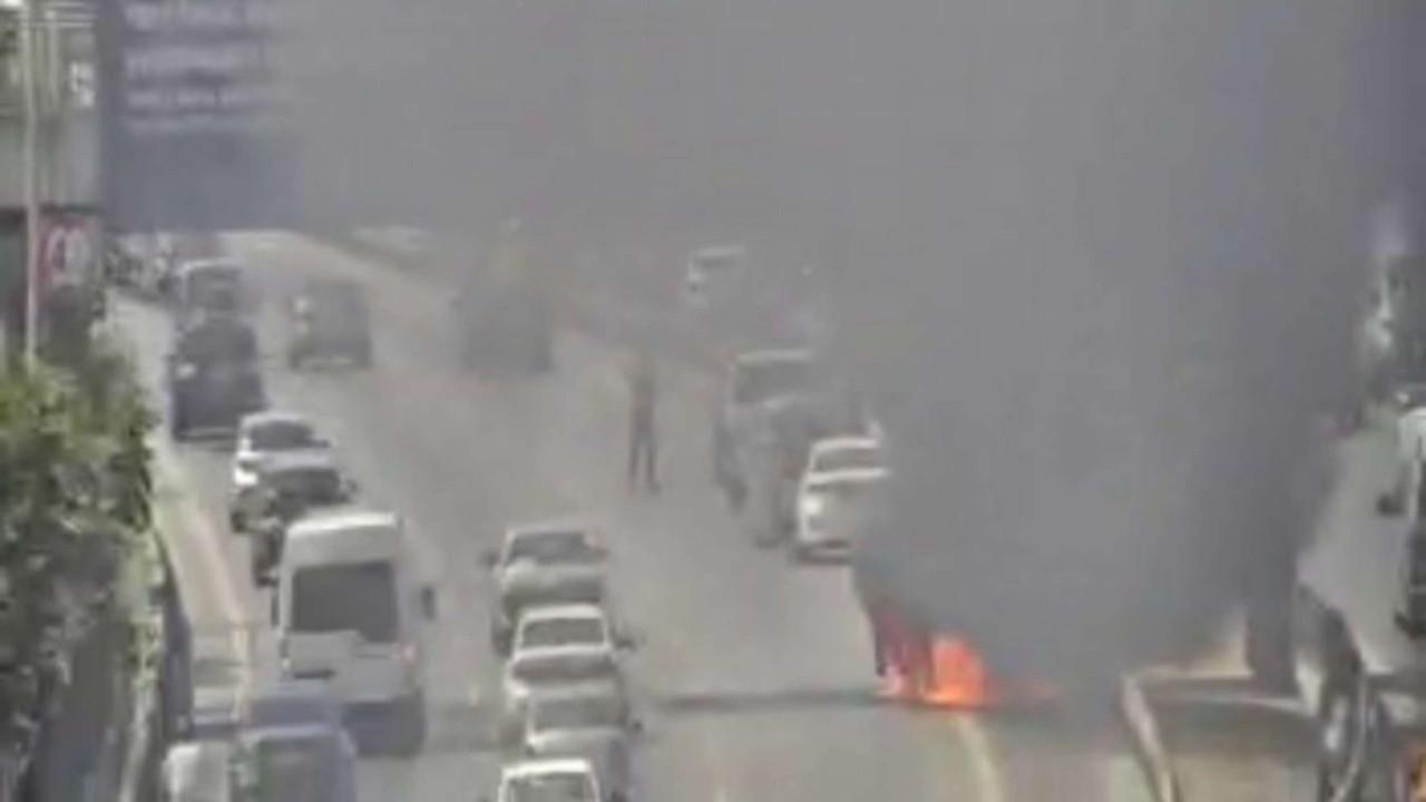 İstanbul'da trafiği kilitleyen araç yangını