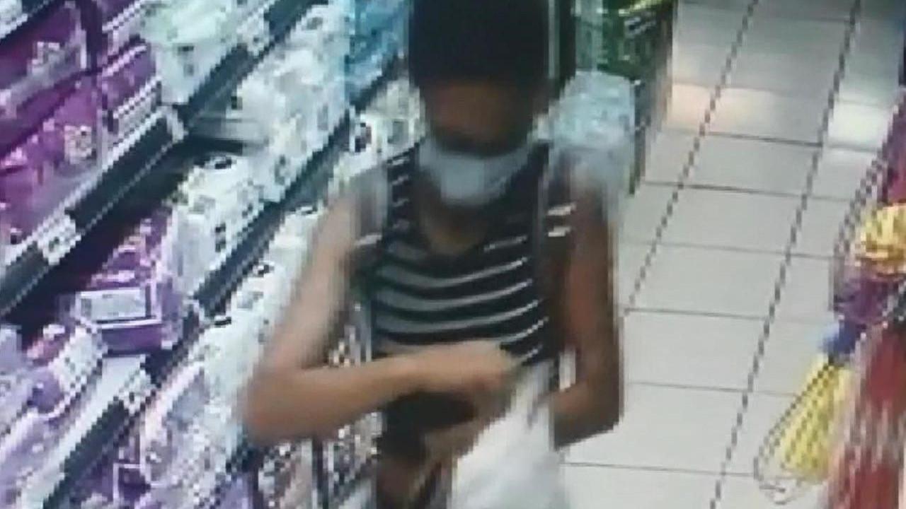 Akılalmaz hırsızlık kamerada! Market sepetini doldurup kaçtı