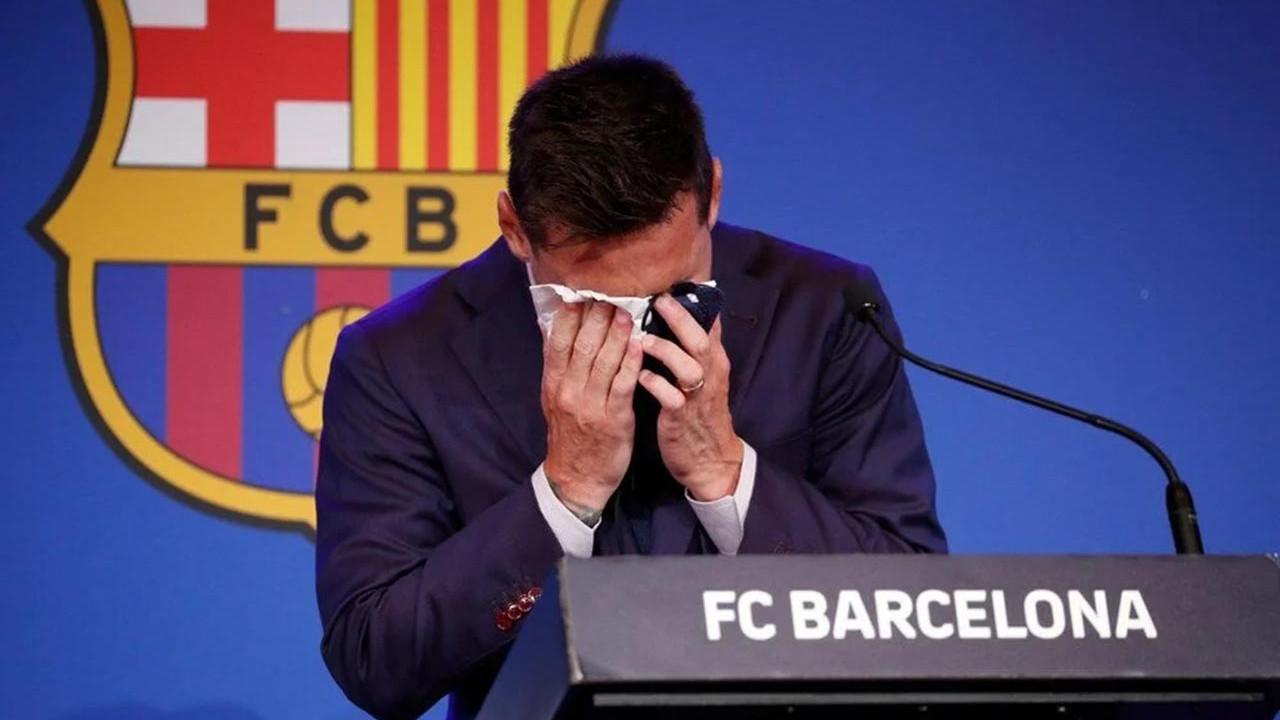 Barcelona'da bir devrin sonu: Messi ağlaya ağlaya veda etti