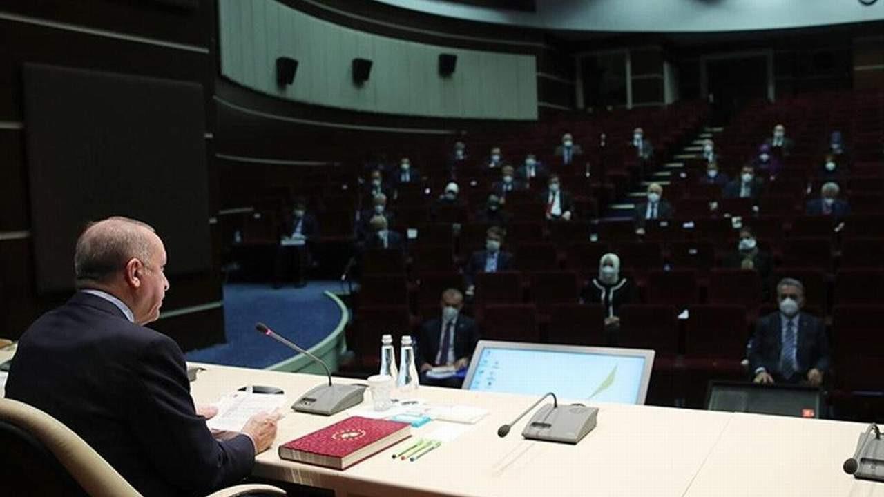 AK Parti seçim barajı ve yeni anayasa için toplanıyor