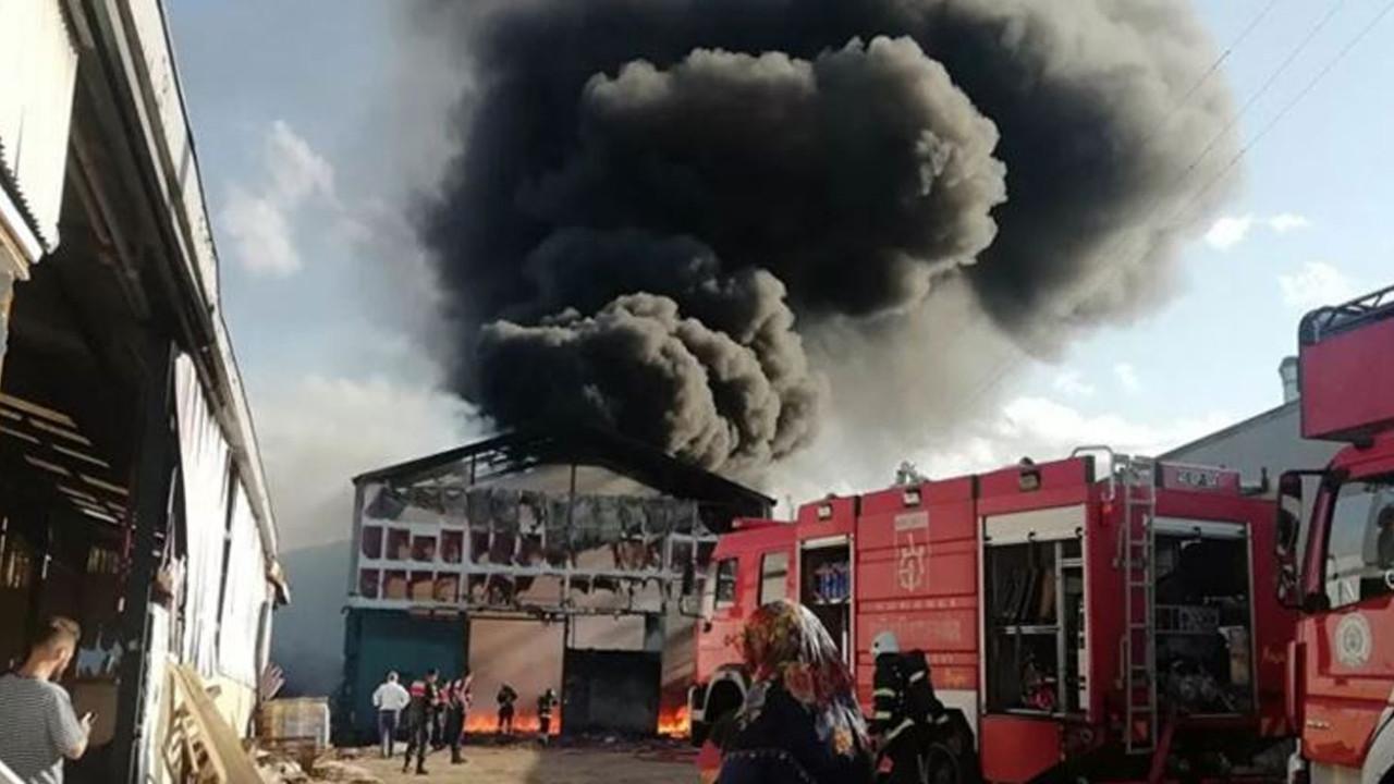 Kocaeli'de fabrikanın deposunda yangın: 5 gözaltı