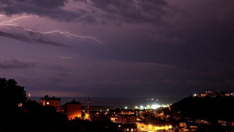 Samsun'da sağanak yağış su taşkınına sebep oldu