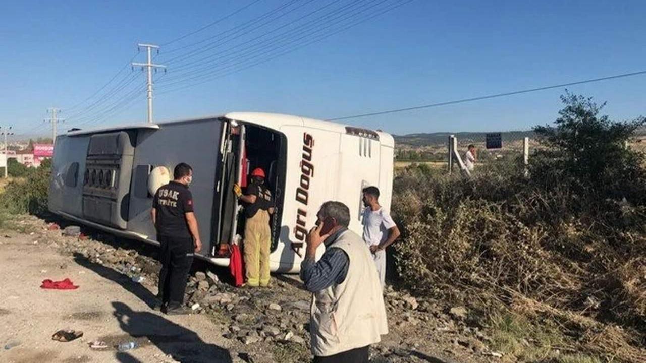 Uşak'ta yolcu otobüsü devrildi: 30 yaralı