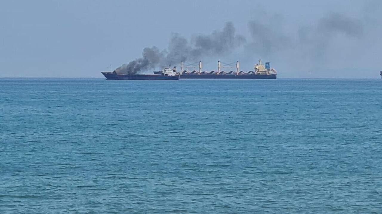 İskenderun Körfezi'nde yük gemisinde yangın