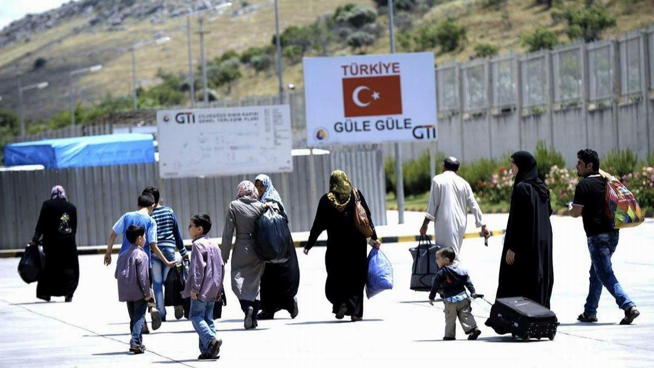 AK Partili isim Suriyeli sorunu için Türkiye'deki Türkleri de ''misafir'' ilan etti