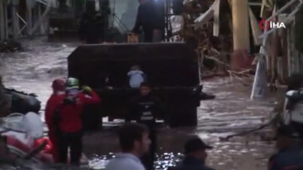 Kastamonu'nda 1 kadın 2 çocuk 17 saat sonra böyle kurtarıldı