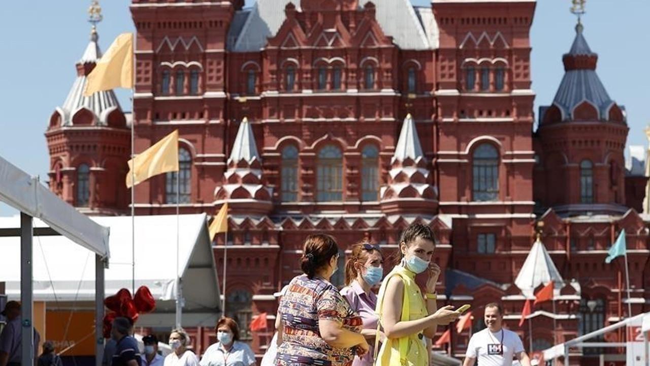 Koronavirüste rekor üstüne rekor kıran Rusya'da kafa karıştıran karar