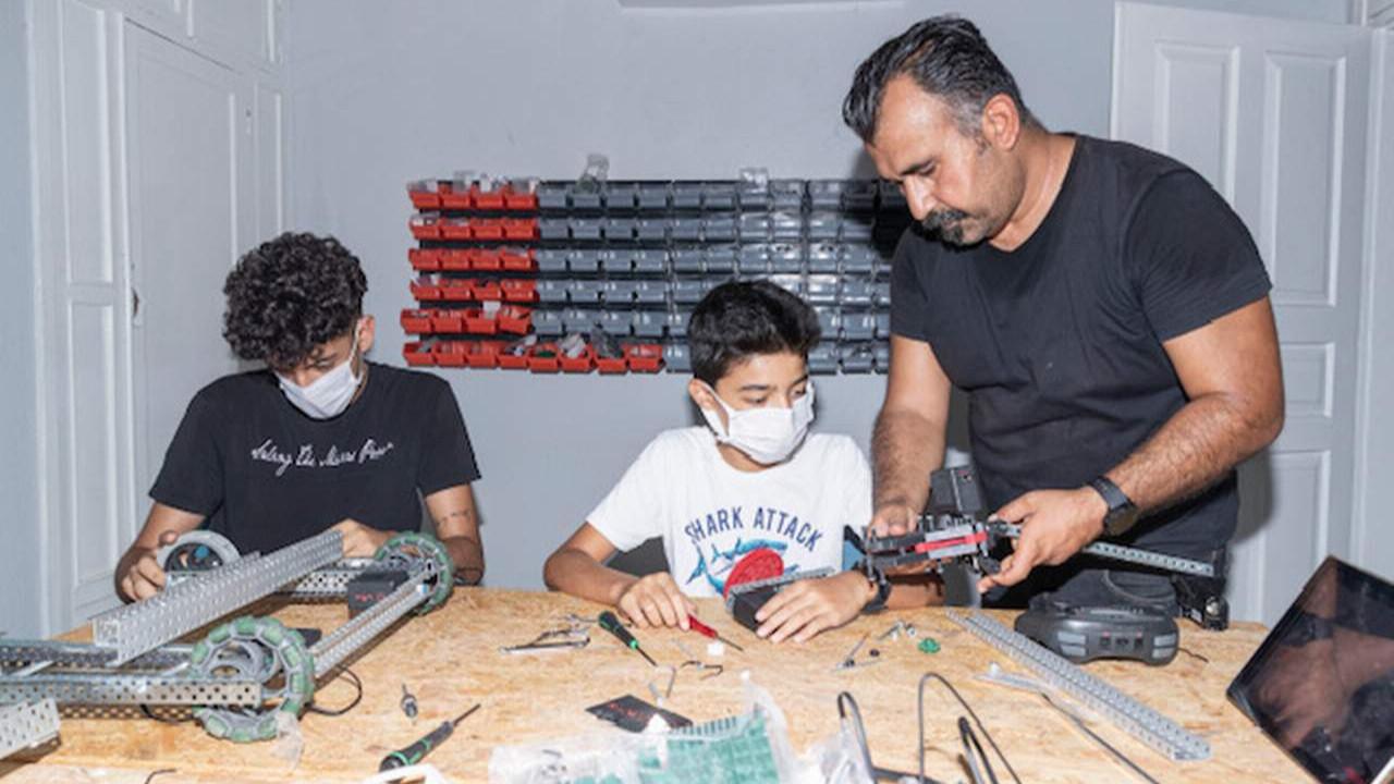 Çocuklar Mersin Büyükşehir'in teknoloji atölyesi'nde robotik kodlama öğrenecek