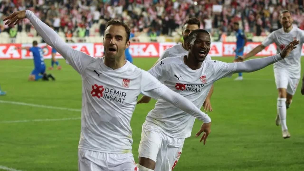 Sivasspor uzatma golüyle play-off turuna kaldı