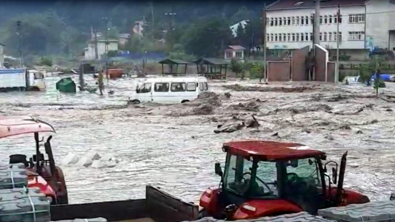 Meteoroloji'den yeni uyarı! Türkiye'nin yarısı kavrulacak, yarısında sağanak yağış var