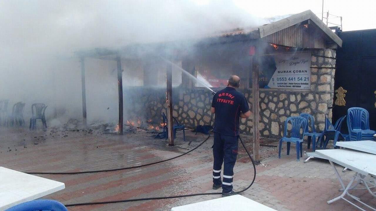 Latif Doğan'ın düğün salonu yandı