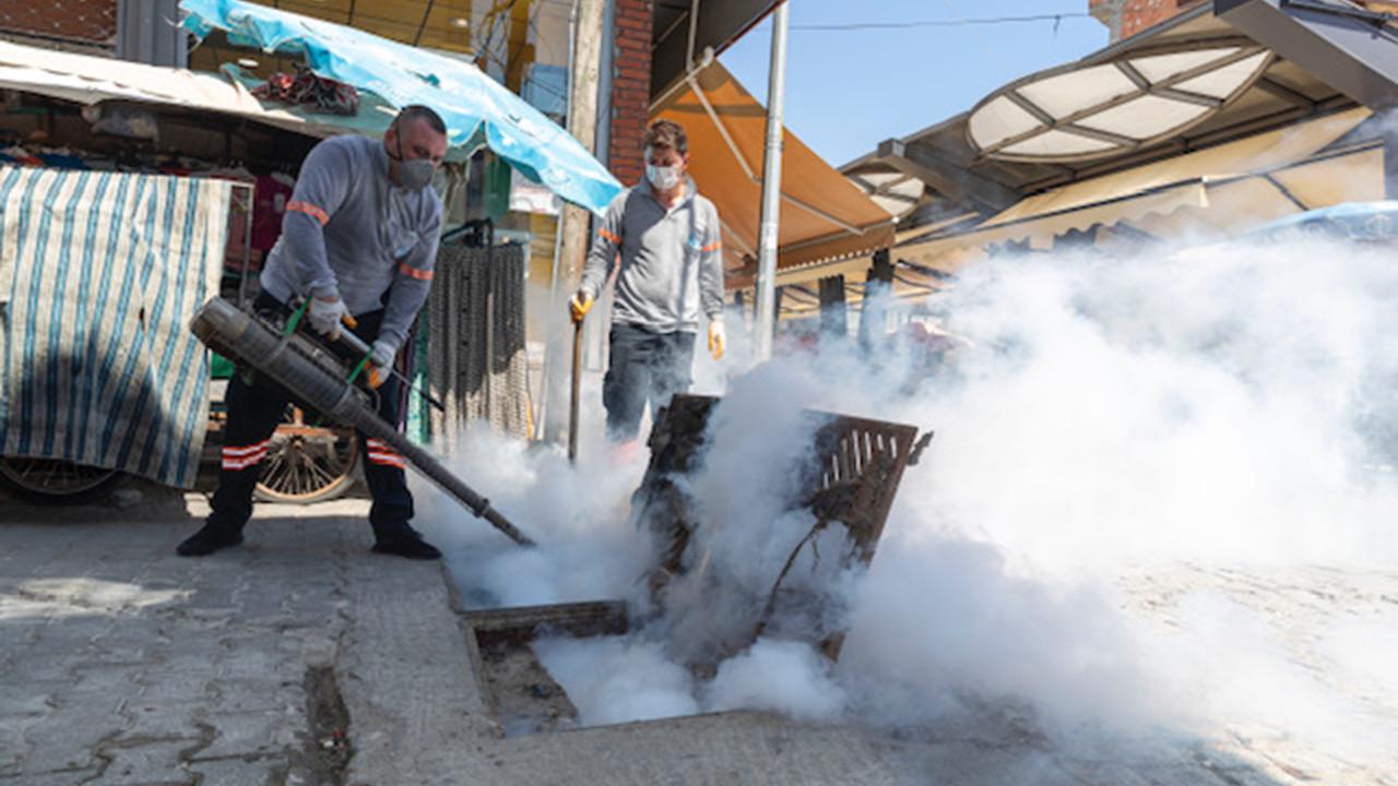 Mersin Büyükşehir Belediyesi pazar alanlarını ilaçlıyor