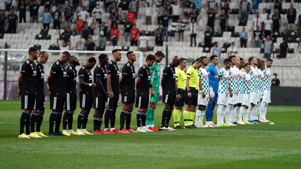 Beşiktaş - Çaykur Rizespor maçında mültecilere protesto