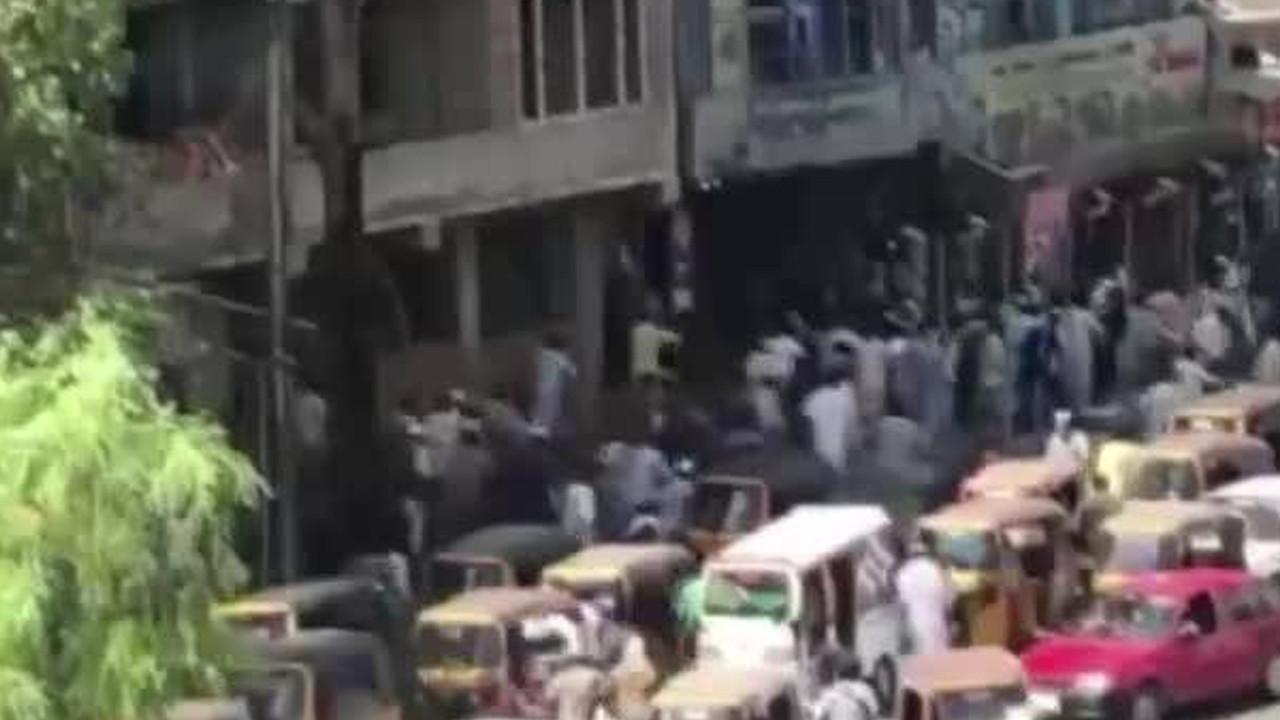 Afganistan'da bayrak protestosu: Ölü ve yaralılar var