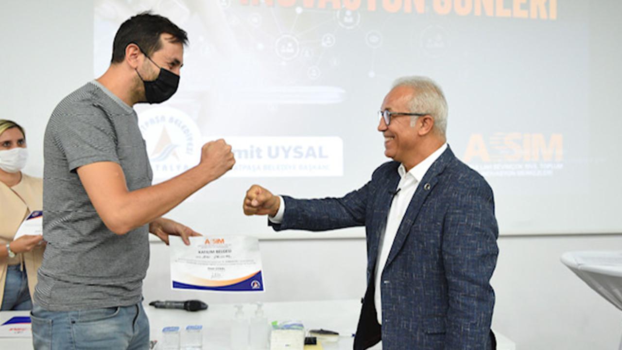 Muratpaşa'da girişimci adayları sertifikalarını aldı