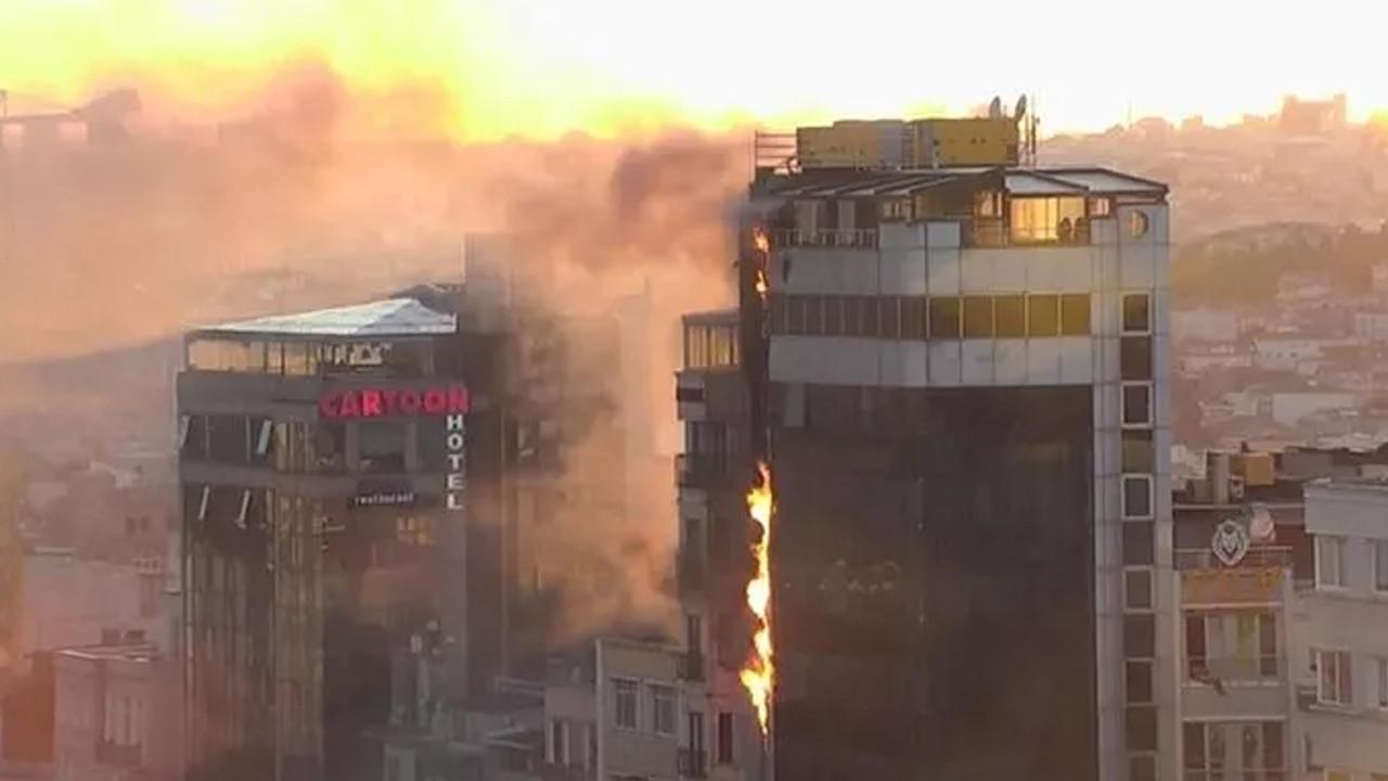 Taksim'de korkutan yangın: Alevler gökyüzünü sardı