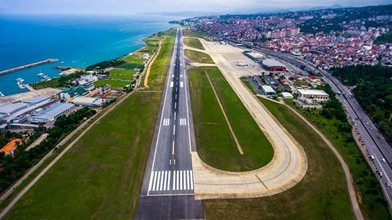 Havalimanında pist çatladı, uçuşlar iptal edildi