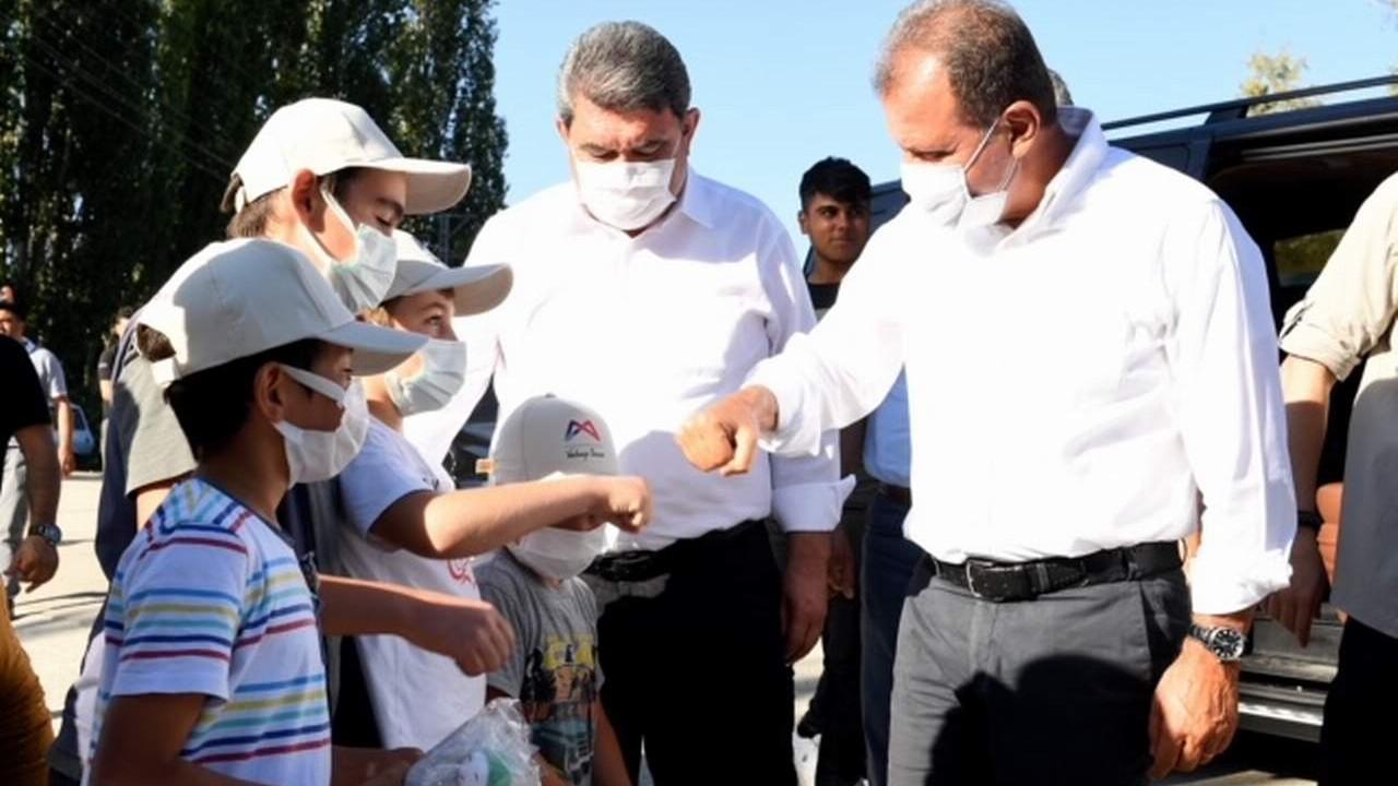 Başkan Seçer Silifke'nin krısal mahallelerinde vatandaşlarla buluştu