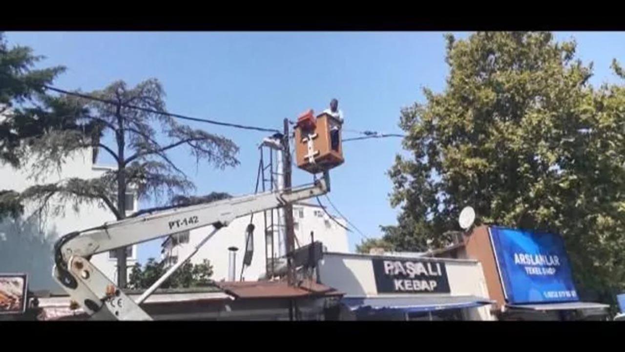 İstanbul'un göbeğinde elektrik onarım görevlilerine döner bıçaklı saldırı