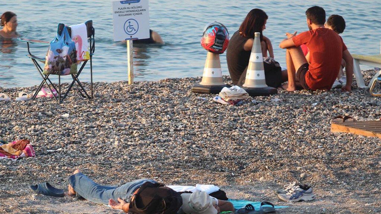 Türkiye'nin tatil cennetinde ilginç görüntüler! Yatakhaneye döndü