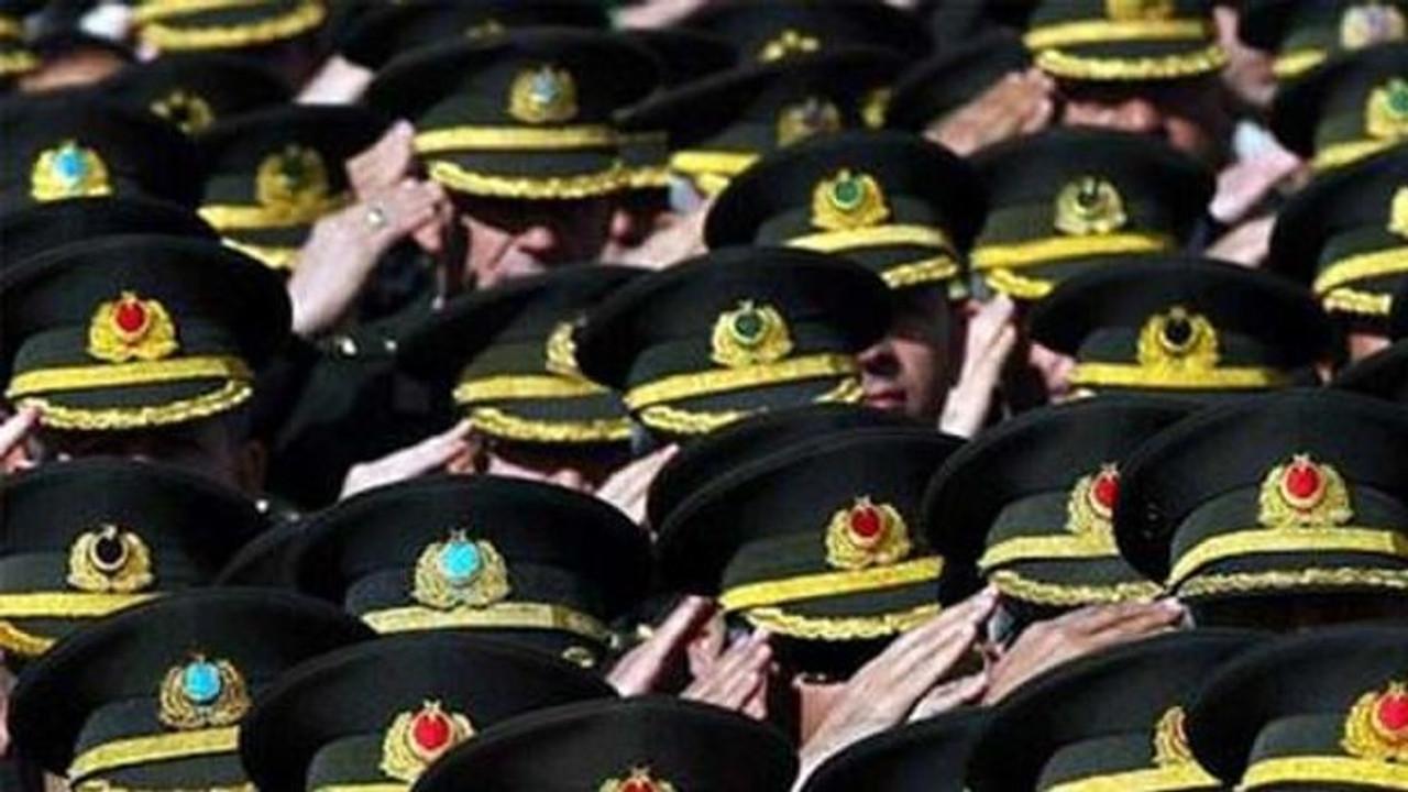 Kumpas mağduru komutanlara yeni görev