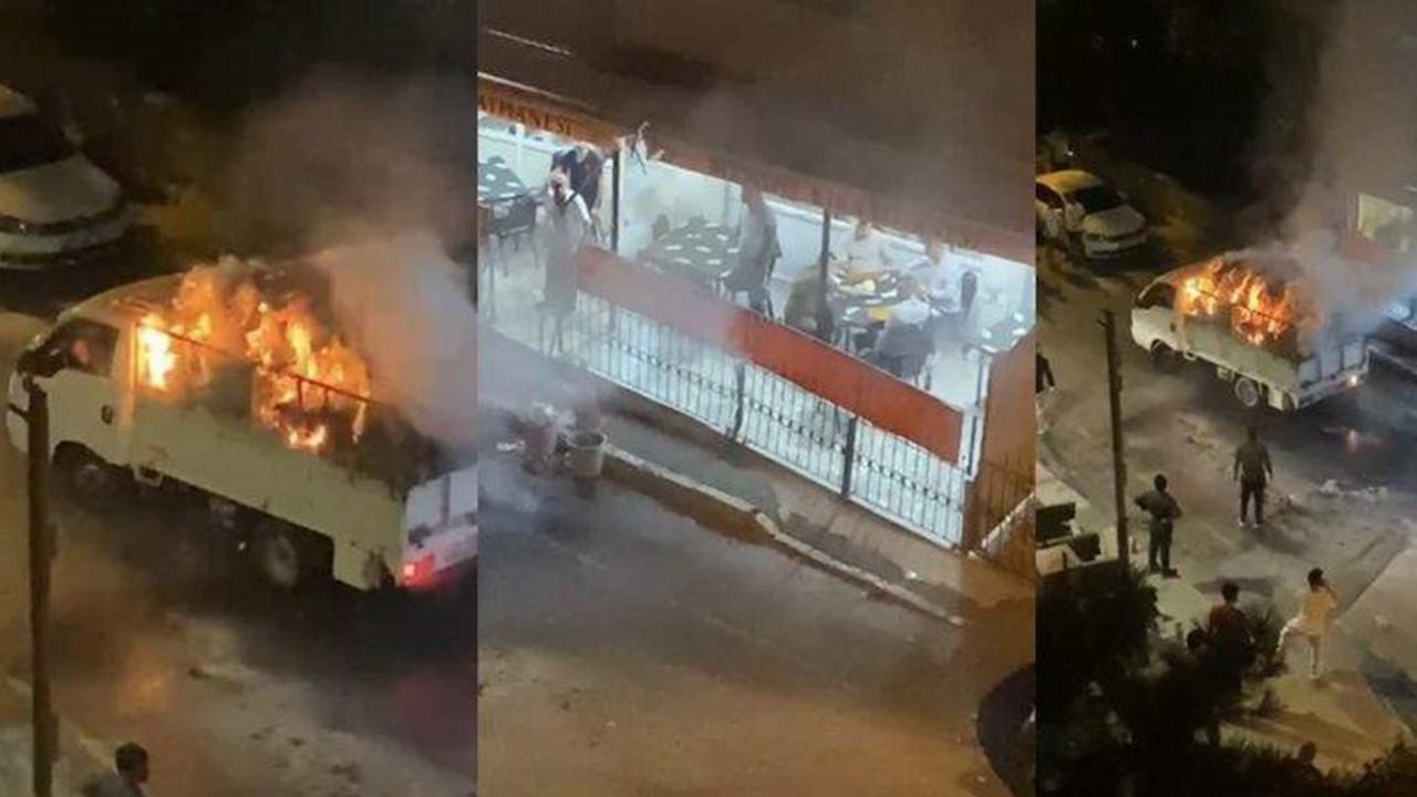 İstanbul'da şoke eden anlar... Alev alev yanarken, okeyi bırakmadılar
