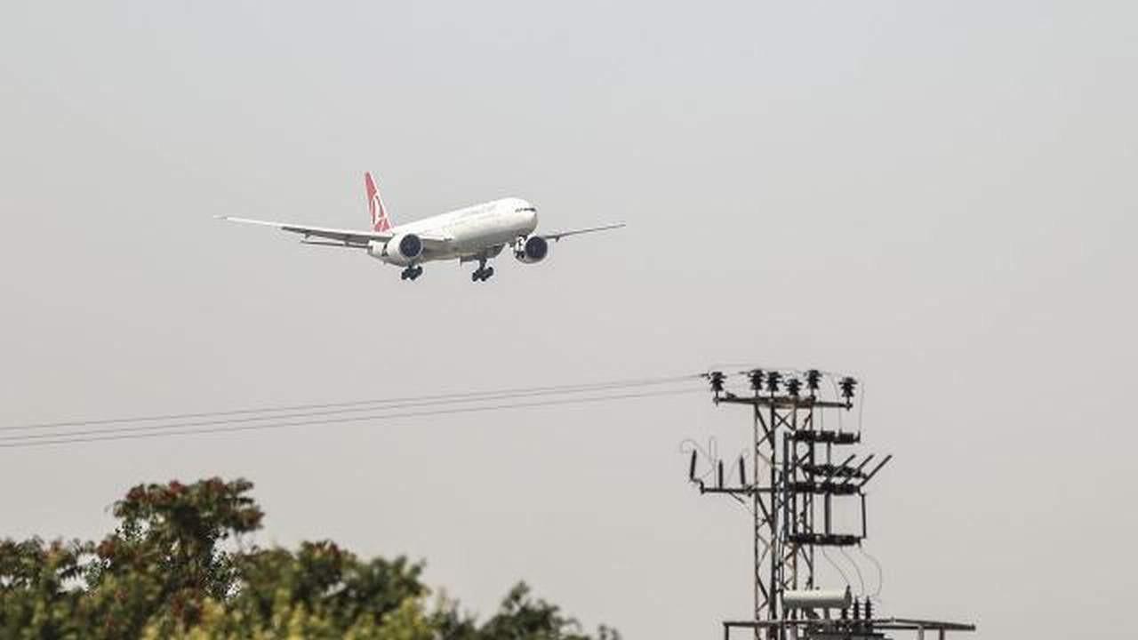 Kabil'den tahliye edilenleri taşıyan uçak Esenboğa'ya indi