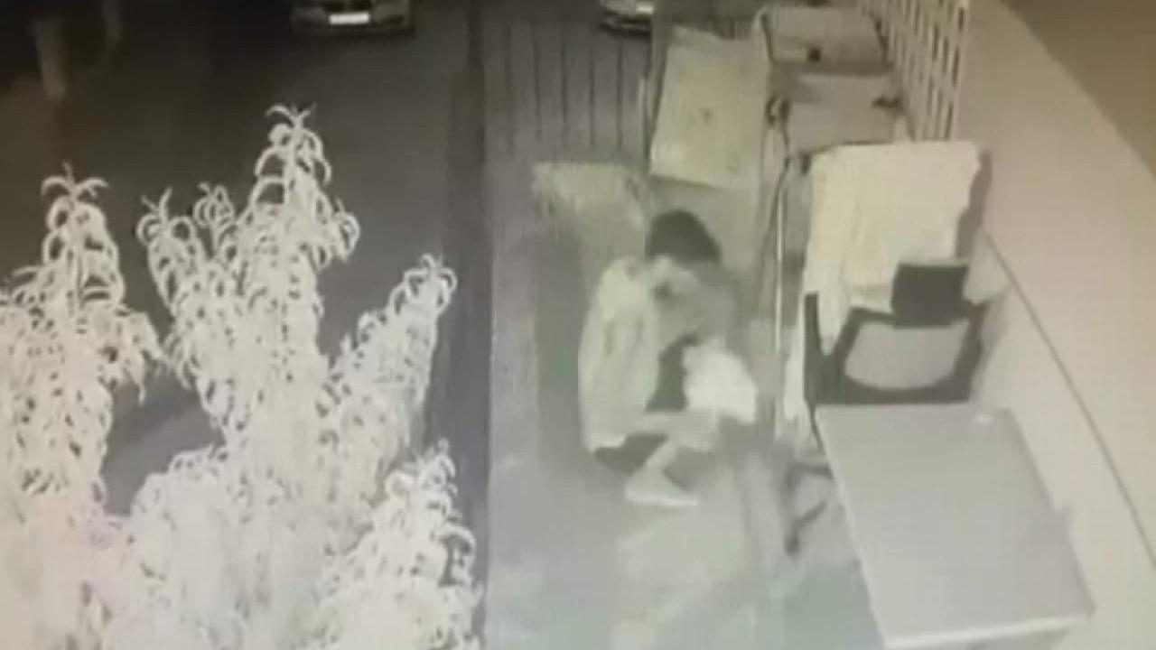 ''Seçmece çalışan'' hırsız kameraya yakalandı
