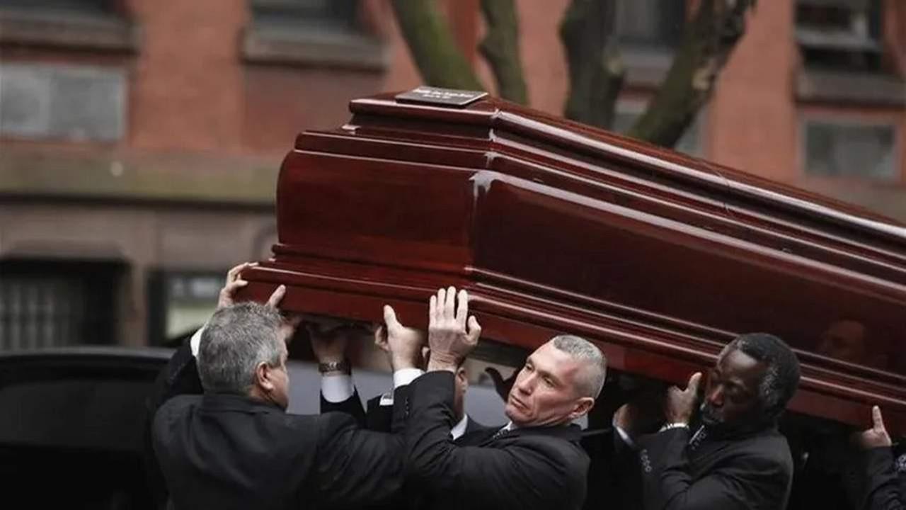 Tabuttan ölünün mücevherlerini çalan cenaze hırsızı yakalandı