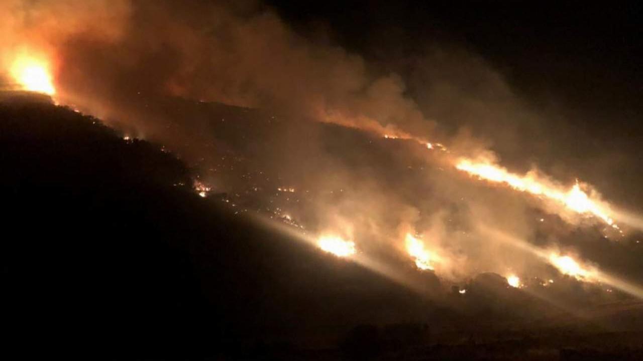 Manisa'da orman yangını! Alevler geceyi böyle aydınlattı