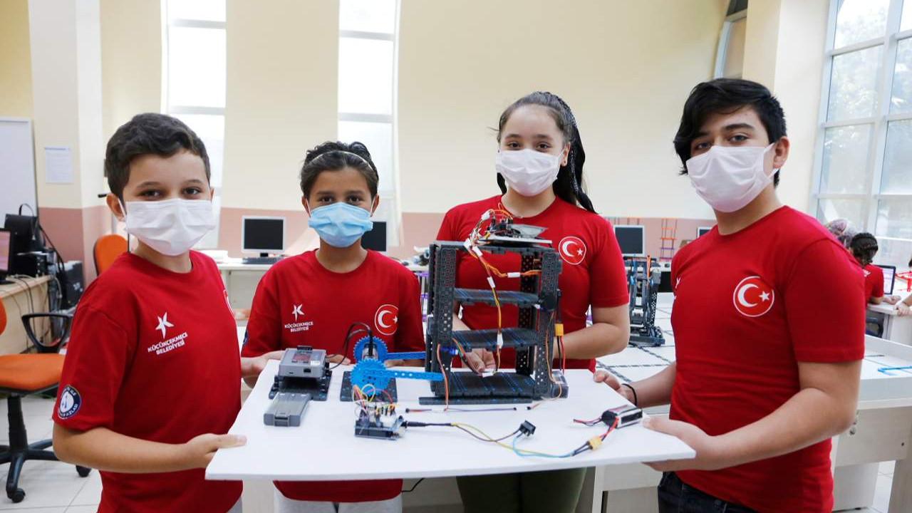 Küçükçekmece Belediyesi Bilgi Evleri ve Çocuk Üniversitesi Teknofest'te finalde