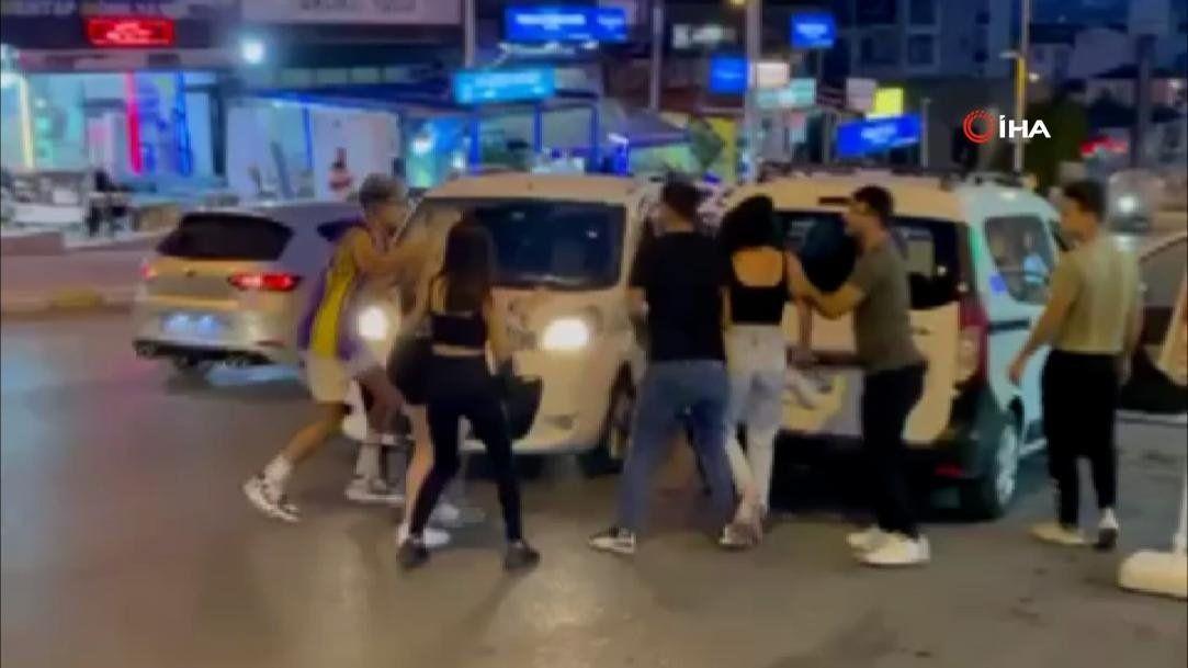 TikTok'çu gençler İstanbul'u birbirine kattı - Resim: 1