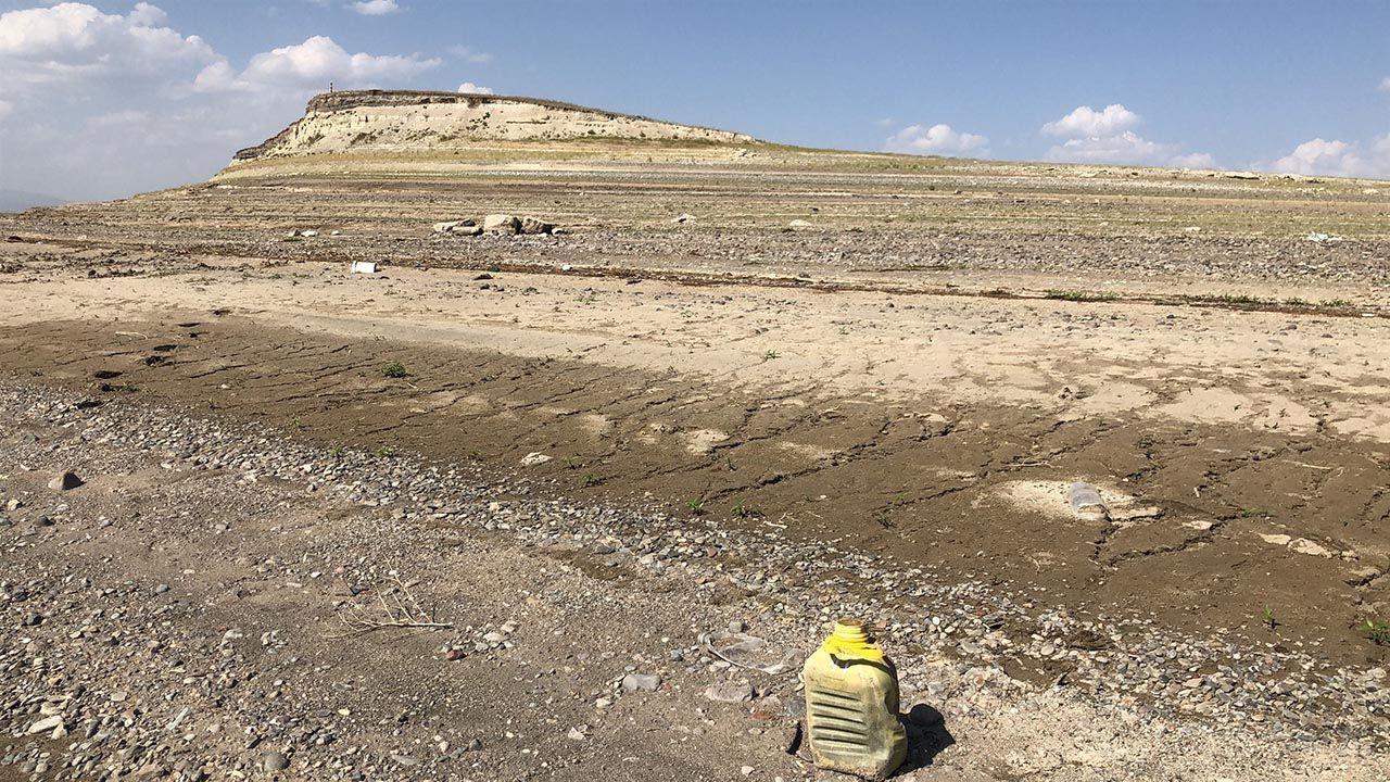 Bir baraj daha kurudu! Balıklar karaya vurdu - Resim: 1