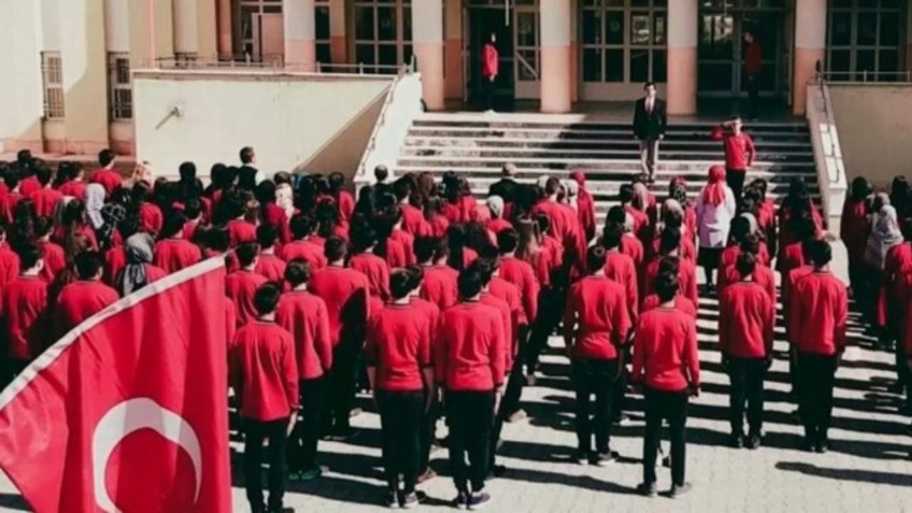 AK Parti kaldırmıştı... Milli bayramlar okullara geri döndü
