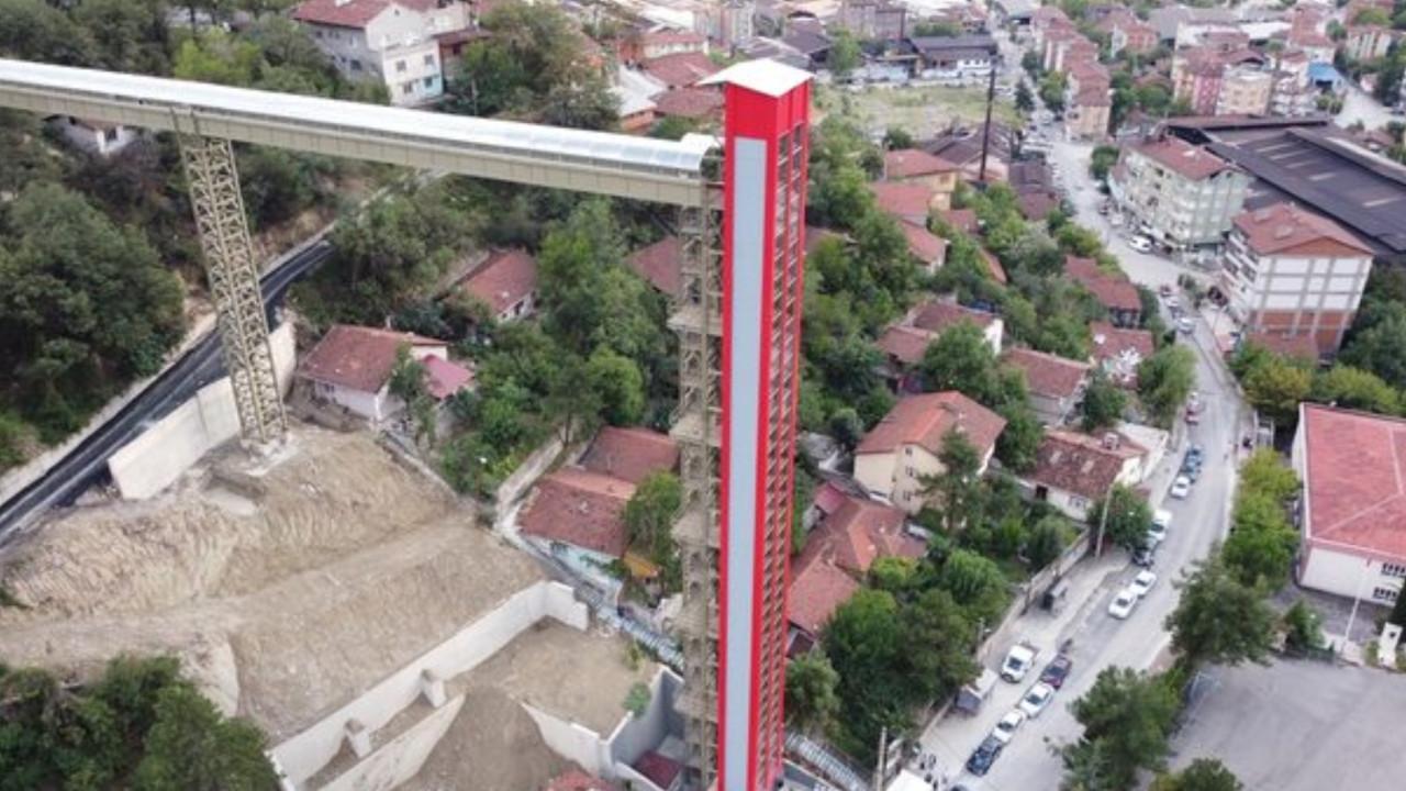 Mahalleler arası ulaşımı sağlayan kule asansör hizmete açıldı