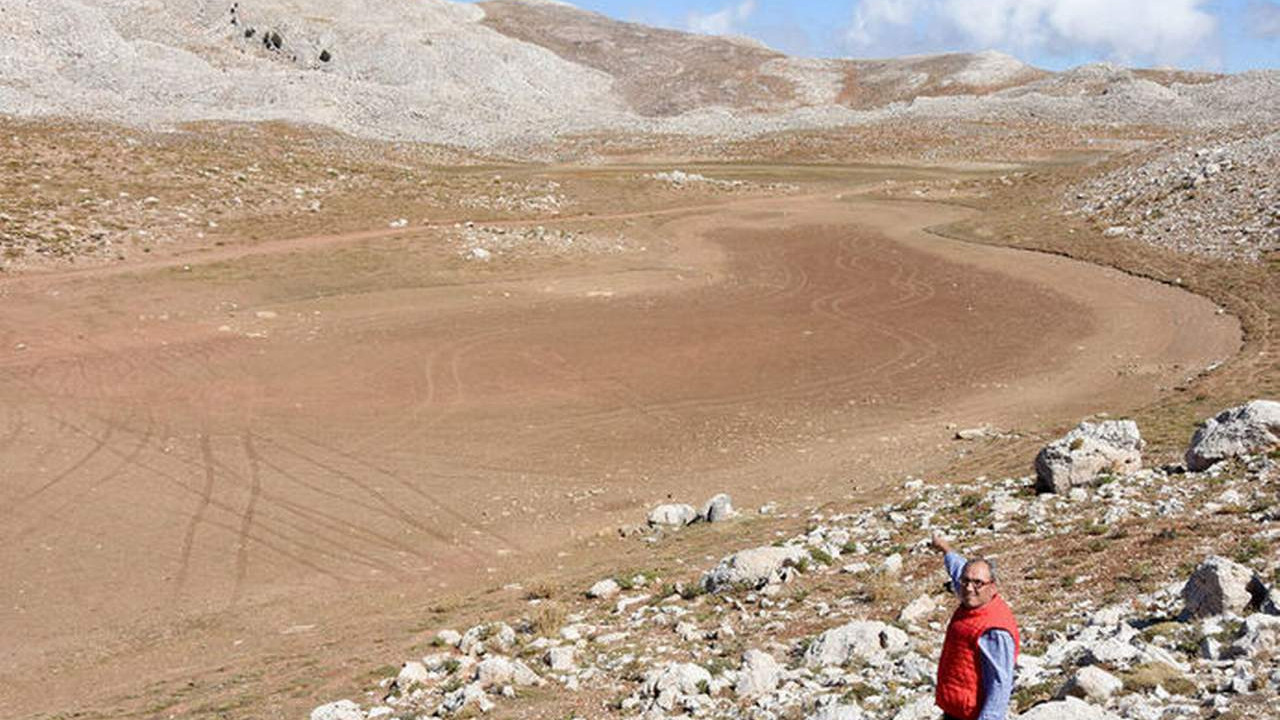 Bu fotoğraf Türkiye'de çekildi... Fotoğrafta gölü bulana ne isterse vereceğiz!