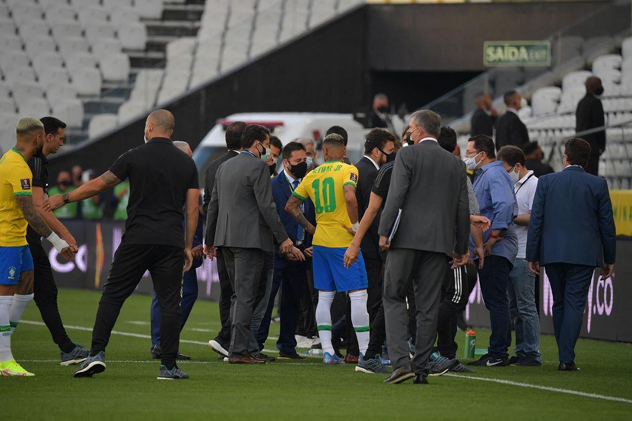 Brezilya-Arjantin maçında kaos! Maç yarıda kaldı - Resim: 4