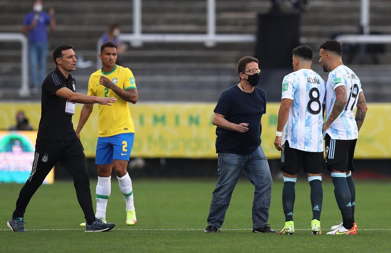 Brezilya-Arjantin maçında kaos! Maç yarıda kaldı - Resim: 1