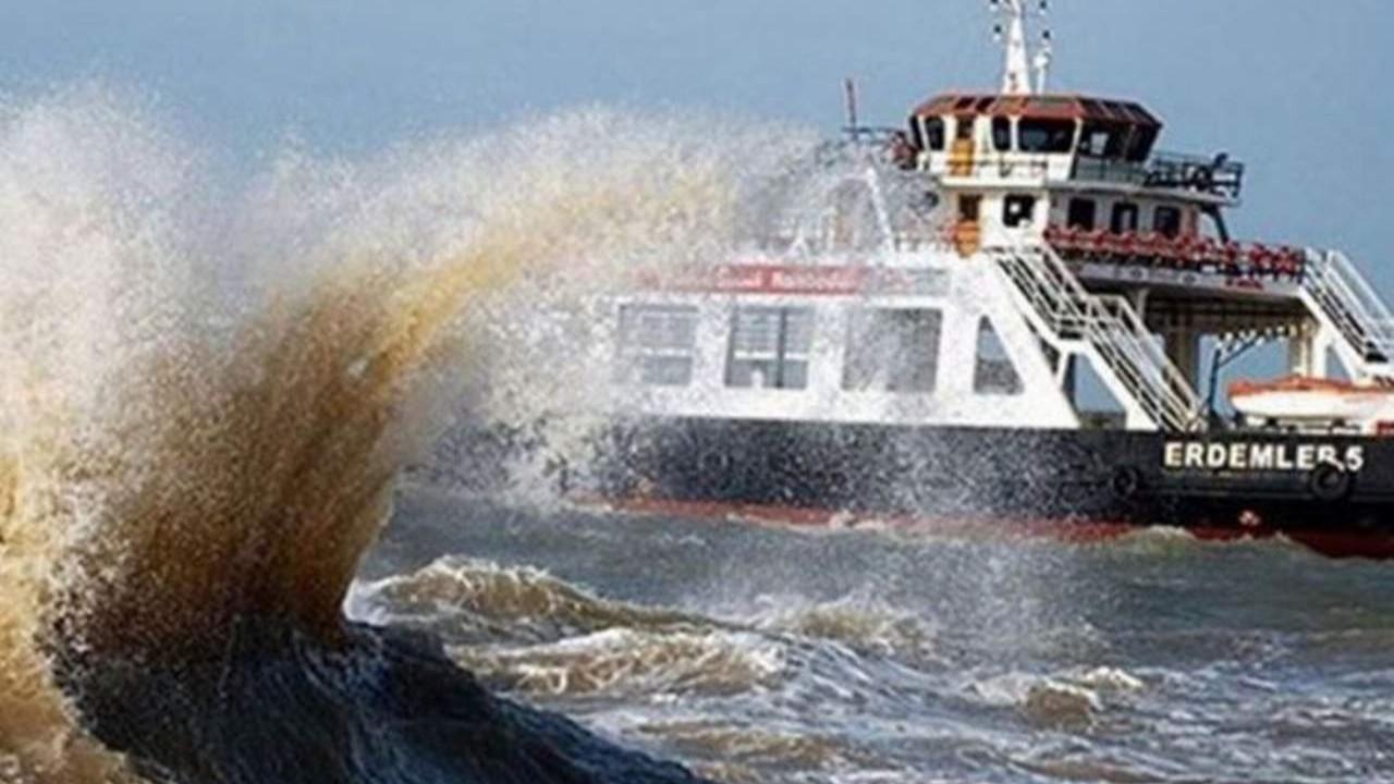 Gökçeada feribot seferlerine fırtına engeli