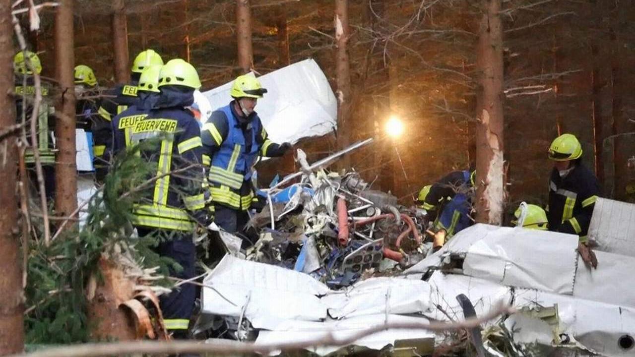Almanya'da uçak düştü