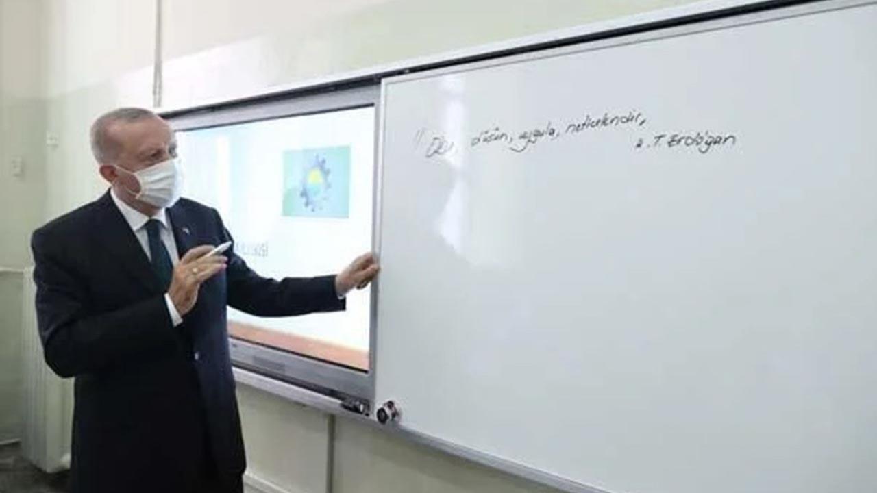 Erdoğan 18 ay aranın ardından başlayan yüz yüze eğitimin ilk gününde tahtaya bunu yazdı