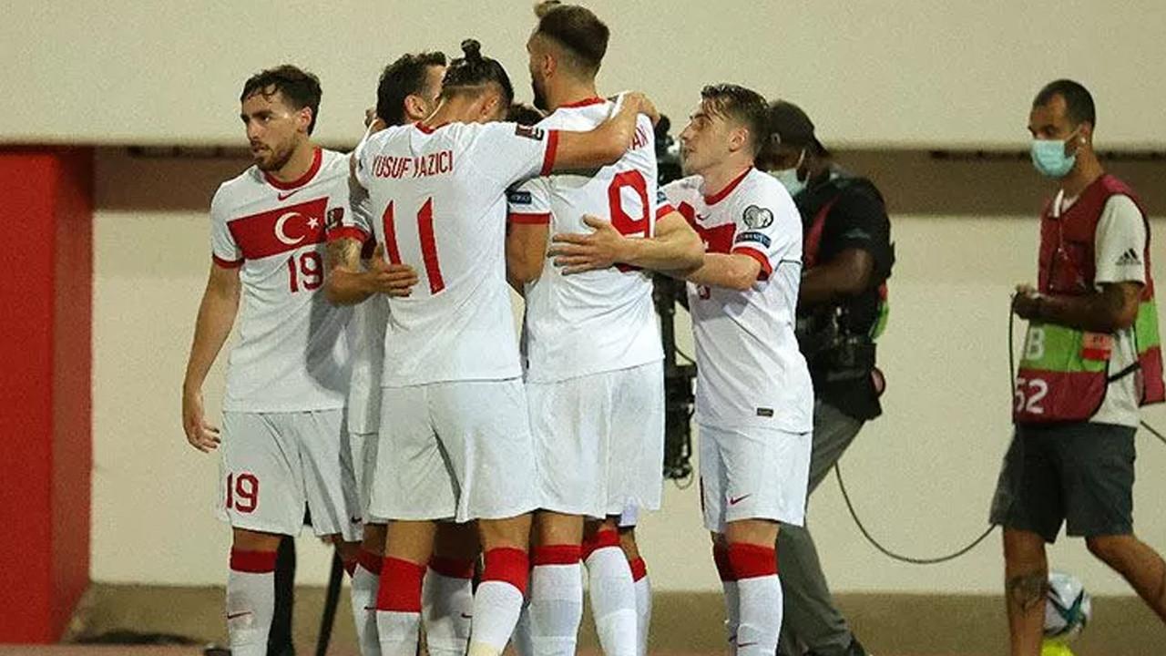 Hollanda - Türkiye maçında ilk 11'ler belli oldu