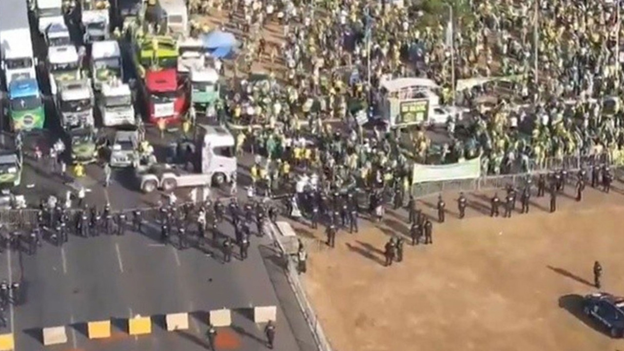 Brezilya'da gergin gün: Bolsonaro'nun destekçileri sokakları karıştırdı