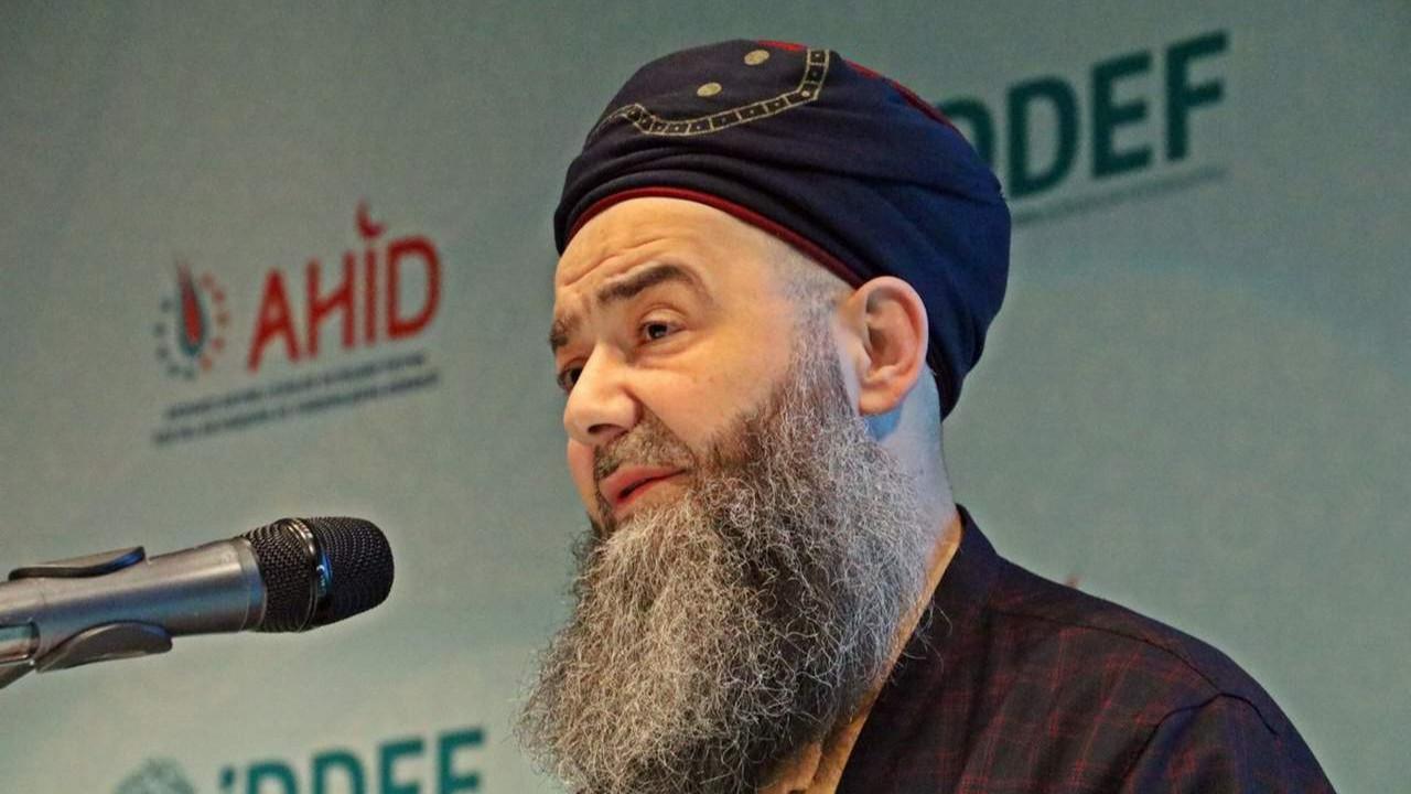 Cübbeli Ahmet: ''Gökten taş yağacak ve çok zelzeleler olacak!''