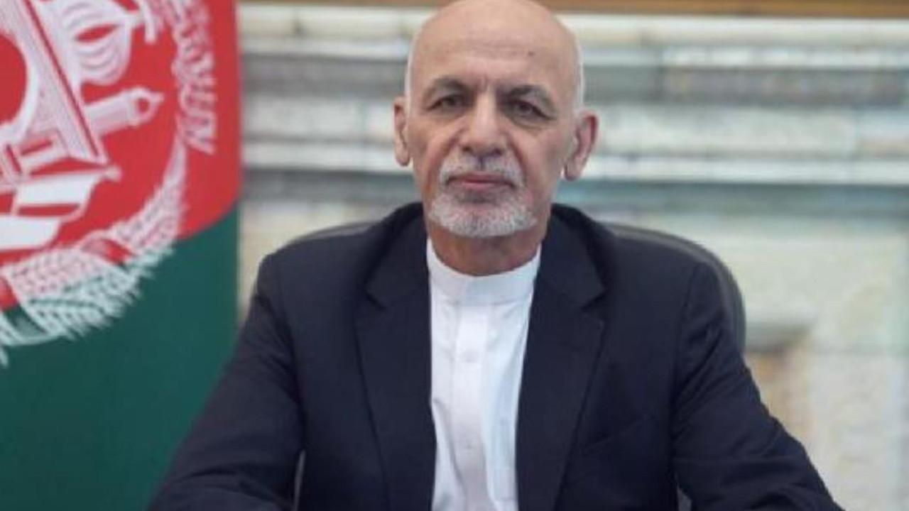 Ülkesinden kaçan eski Afganistan Cumhurbaşkanı özür diledi