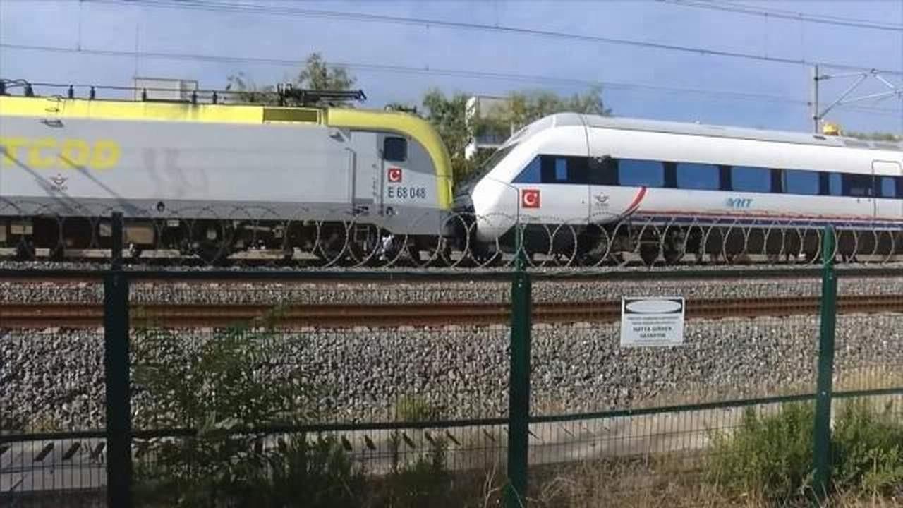 İstanbul'da faciaya 1 milimetre kaldı! İki tren kafa kafaya durdu: Yaralılar var!